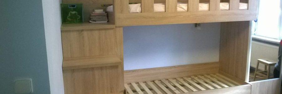 Dvoupatrová postel
